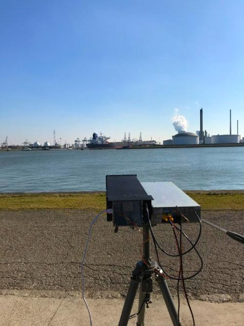 De NO2-camera in werking in de haven van Antwerpen